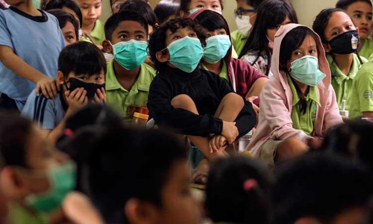 Sejumlah siswa mengikuti sosialisasi penggunaan masker. - Antara/Asprilla Dwi Adha
