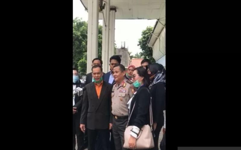 Tangkapan layar, Mantan Kadiv Hubungan Internasional Polri Irjen Pol Napoleon Bonaparte saat memberikan keterangan pers usai hadiri sidang perdana gugatan praperadilan di Pengadilan Negeri Jakarta Selatan, Senin (21/9/2020). - Antara