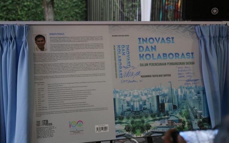 Peluncuran buku Inovasi dan Kolaborasi dalam Perencanaan Pembangunan Daerah karya Kepala Bappeda Jabar M Taufik BS.