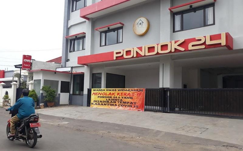 Salah satu hotel di Jalan Widasari, Kecamatan Kedawung, Kabupaten Cirebon, ditolak warga menjadi tempat isolasi mandiri. - Bisnis/Hakim Baihaqi