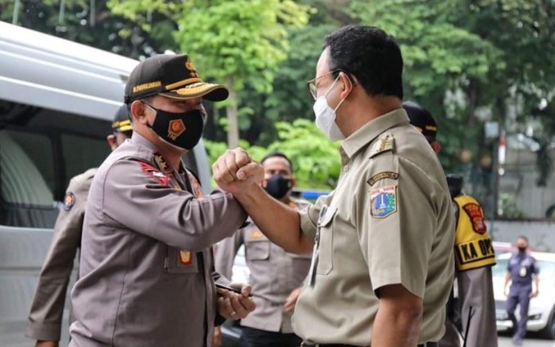 Gubernur DKI Jakarta Anies Baswedan (kanan) menerima kunjungan Kapolda Metro Jaya yang baru,Inspektur Jenderal Polisi Fadil Imran, di Balai Kota, Jakarta, Senin (23/11/2020) - Twitter/@aniesbaswedan