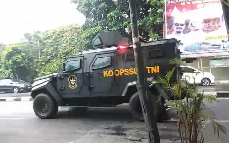 Kendaraan bertuliskan Koopsus TNI - Twitter /@ariefnoviandi_