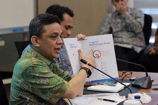 Dirjen Pengelolaan Pembiayaan dan Risiko Kementerian Keuangan Luky Alfirman memberikan paparan saat konferensi pers di Jakarta, Jumat (6/4/2018). - JIBI/Dwi Prasetya
