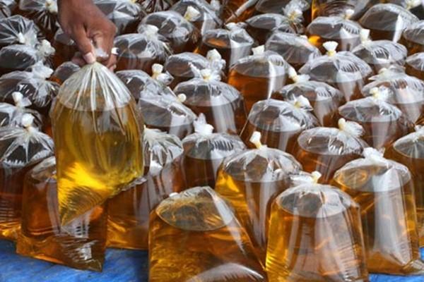 Harga eceran terendah (HET) untuk minyak goreng dengan kemasan sederhana disepakati pada tiga ukuran, yakni Rp11.500 untuk ukuran 1 Kilogram, Rp6.000 untuk ukuran 0,5 kilogram, dan Rp3.250 untuk ukuran 0,25 kilogram.  - Antara