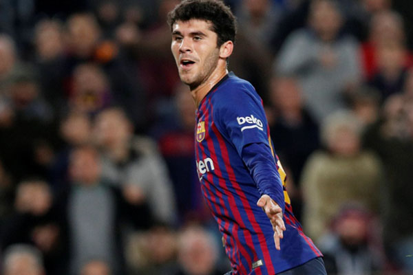 Gelandang FC Barcelona Carles Alena berpotensi diturunkan pelatih Ronald Koeman di tengah badai cedera yang menerpa tim Katalan./Reuters - Albert Gea