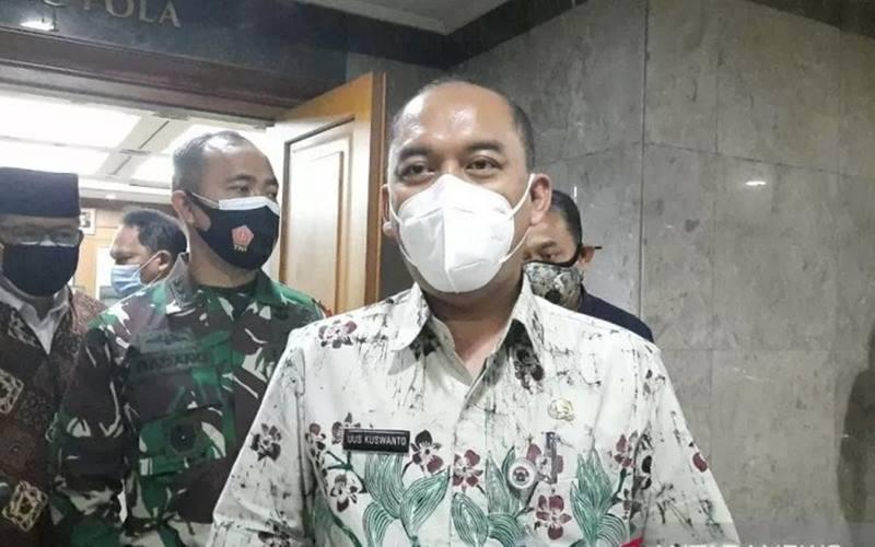 Wali Kota Jakarta Barat Uus Kuswanto ditemui usai rapat evaluasi PSBB dan protokol kesehatan di Kantor Wali Kota Jakarta Barat, Kamis (1/10/2020). - Antara\r\n