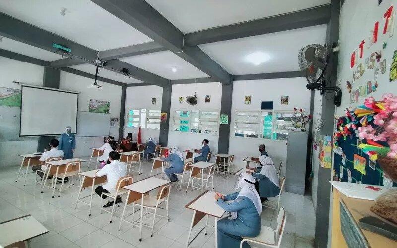 Dokumentasi - Simulasi pelaksanaan pembelajaran secara tatap muka di SMP 15 Kota Surabaya, Senin (3/8/2020). - Antara/Humas Pemkot Surabaya.