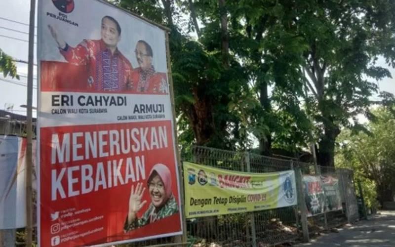 Alat peraga kambanye berupa baliho kandidat Wali Kota-Wakil Wali Kota Surabaya nomor urut 1, Eri Cahyadi dan Armuji, terpasang di sejumlah titik di Kota Surabaya. - Antara