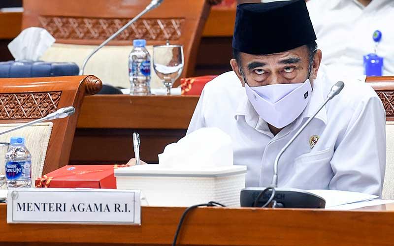 Menteri Agama Fachrul Razi mengikuti rapat kerja dengan Komisi VIII DPR  di kompleks Parlemen, Senayan, Jakarta, Senin (23/11/2020). ANTARA FOTO - Hafidz Mubarak A