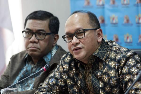 Ketua Umum Kadin Indonesia Rosan P. Roeslani (kanan) didampingi Wakil Ketua Umum bidang Kelautan dan Perikanan Yugi Prayanto sebelum memberikan penjelasan mengenai rencana penyelenggaraan Jakarta Food Security Summit (JFSS) keempat di Jakarta, Selasa (6/3/2018). - JIBI/Dedi Gunawan