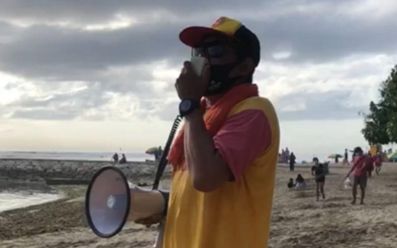 BPBD Kota Denpasar Bali Sosilisasikan Protokol kesehatan Covid-19 Dengan Pengeras Suara di Pantai Sanur Bali. - Istimewa