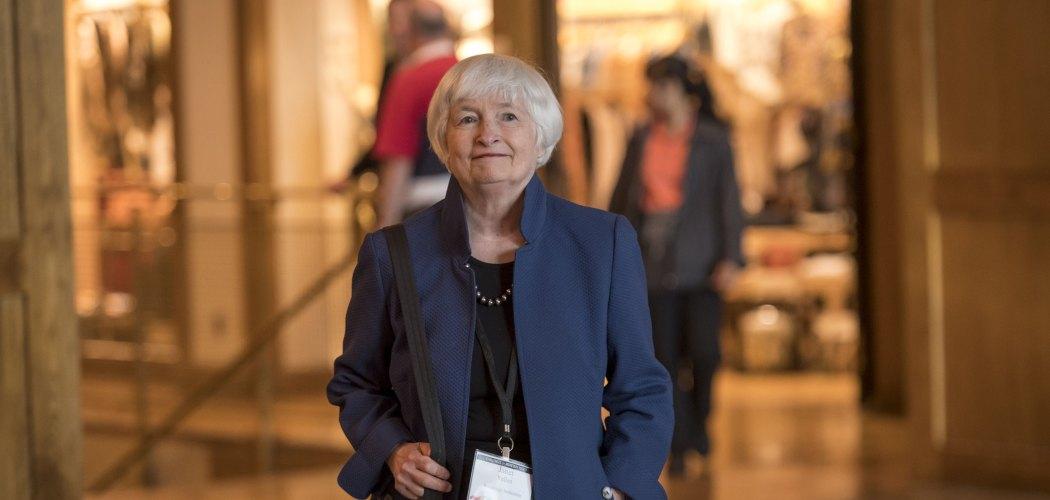 Janet Yellen, mantan Ketua The Fed, tiba untuk makan malam dalam simposium ekonomi Jackson Hole pada 2019.  - David Paul Morris/Bloomberg
