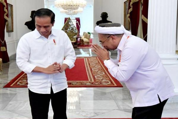 Ali Mochtar Ngabalin (kanan) saat bertemu Presiden Joko Widodo. - Istimewa