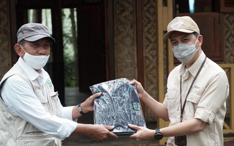 Ketua Harian Satgas Mayjen Citarum Dedi Kusnadi Thamim (kiri) bersama Kepala Biro Komunikasi Kemenko Maritim dan Investigasi Andreas Dipi Patria - Istimewa