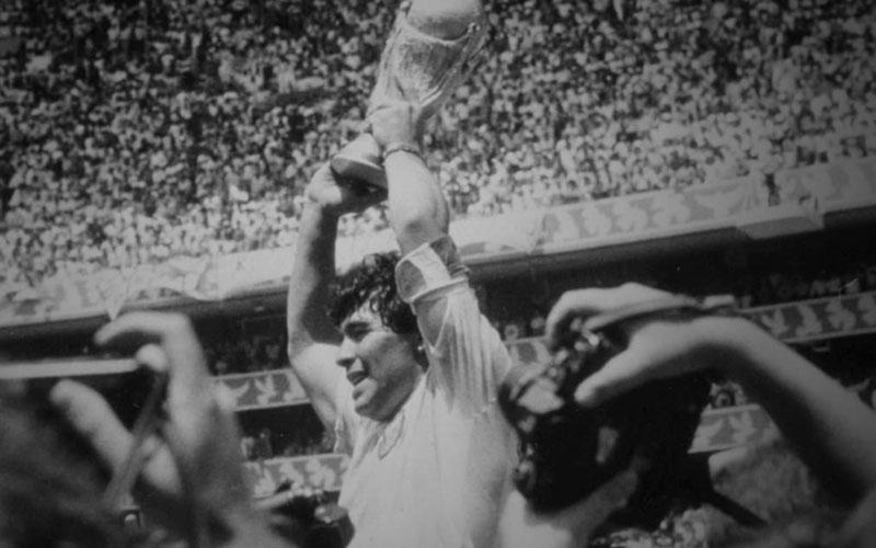 Diego Maradona ketika membawa Argentina juara Piala Dunia 1986 di Meksiko. - FIFA.com