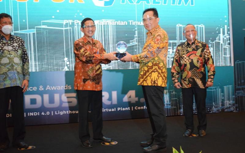 Penyerahan Penghargaan Lighthouse Industri 4.0 di Jakarta, Rabu (25/11/2020). Penghargaan Lighthouse Industri 4.0 menjadi kebanggaan bagi Pupuk Kaltim.  - Pupuk Kaltim