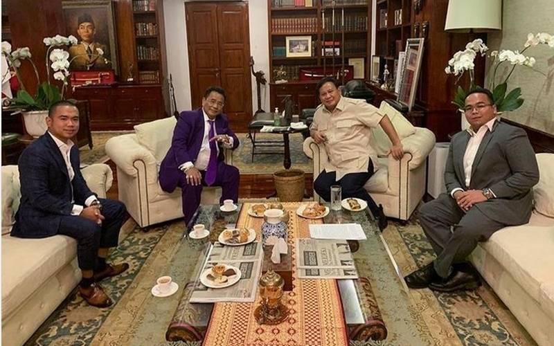 Pengacara Hotman Paris Hutapea dan dua anaknya mengunjungi Menteri Pertahanan Prabowo Subianto. JIBI - Bisnis/Nancy Junita @hotmanparisofficial