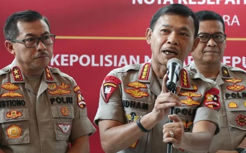 Kapolri Jenderal Pol Idham Azis (tengah).  - Antara