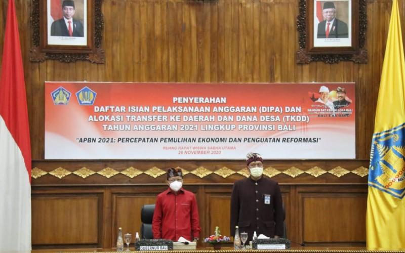 Pemprov Bali menyerahkan Daftar Isian Pelaksana Anggaran (DIPA) kepada 14 unsur perwakilan Forum Koordinasi Pimpinan Daerah (Forkopimda)