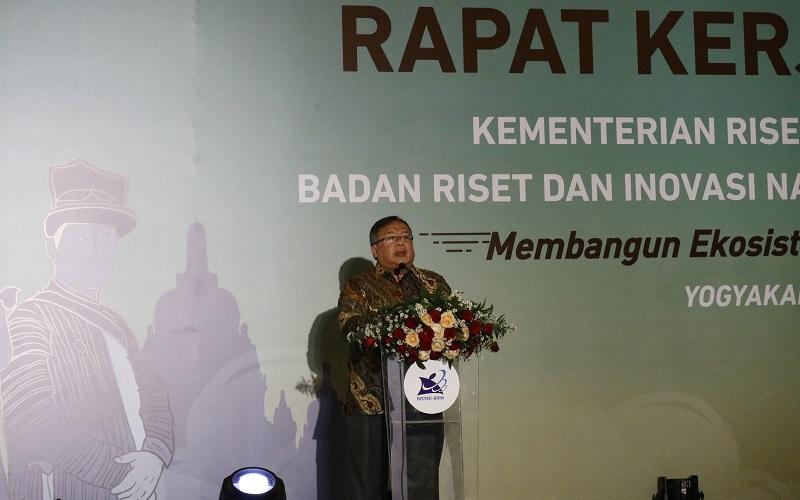 Bambang Brodjonegoro, Menteri Riset dan Teknologi sekaligus Kepala Badan Riset dan Inovasi Nasional, memberikan sambutan dalam Rapat Kerja Kementerian Ristek/BRIN 2020 pada Jumat (27/11/2020) di Yogyakarta. - Bisnis/Muhammad Faisal Nur Ikhsan