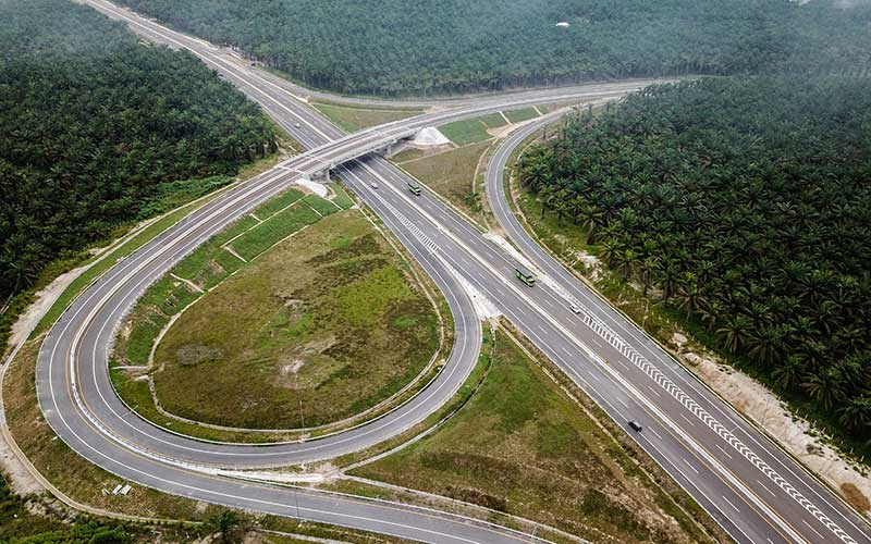 Foto udara Tol Pekanbaru-Dumai di Riau, Sabtu (26/9/2020). Tol Pekanbaru-Dumai sepanjang 131,5 Kilometer ini baru saja diresmikan oleh Presiden Joko Widodo pada 26 September kemarin dan merupakan bagian dari Tol Trans Sumatera sepanjang 2.878 kilometer. ANTARA FOTO - FB Anggoro