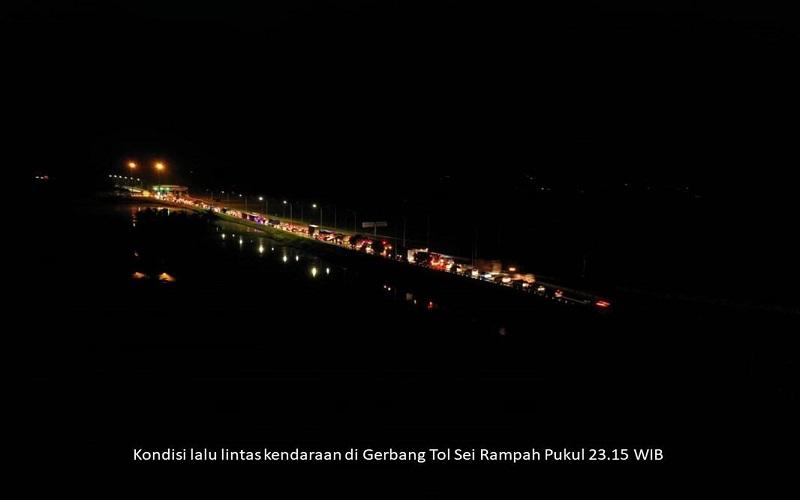 Antrean panjang kendaraan di Gerbang Tol Rampah. - Istimewa