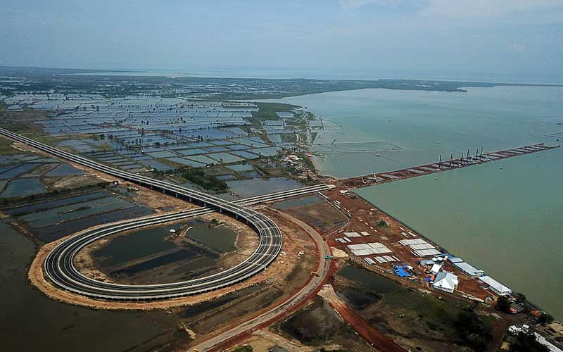 Foto udara proyek pembangunan Pelabuhan Patimban, Kabupaten Subang, Jawa Barat, Rabu (18/11/2020). - ANTARA FOTO/Raisan Al Farisi