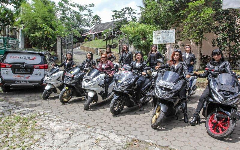 Ladys Biker's PCX di Banyuwangi. - Bisnis/Syaharuddin Umngelo