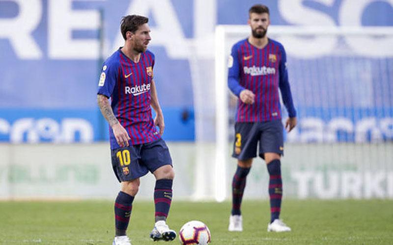 Dua andalan Barcelona, Lionel Messi (kiri) dan Gerard Pique  -  Daily Express