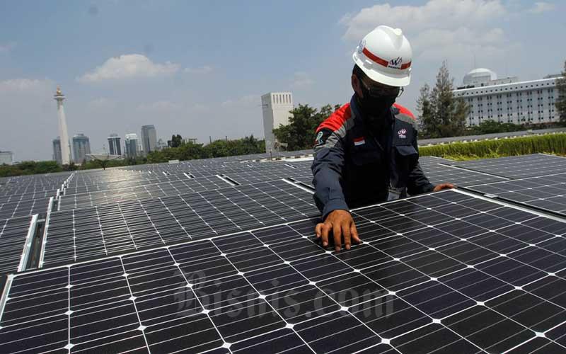 Penggunaan pembangkit listrik tenaga surya/ Bisnis - Himawan L Nugraha