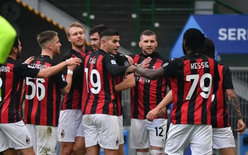 Para pemain AC Milan bersukacita selepas mencetak gol pertama ke gawang Fiorentina./Antara - AFP