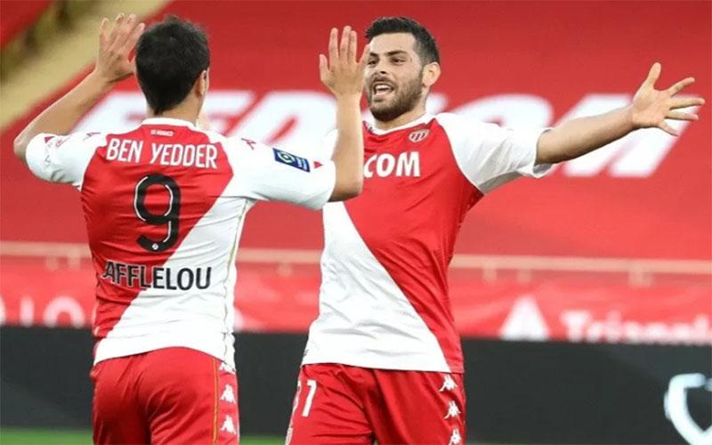 Penyerang Monaco Kevin Volland (kanan) merayakan golnya ke gawang Nimes bersama Wissam Ben Yedder./Antara - AFP