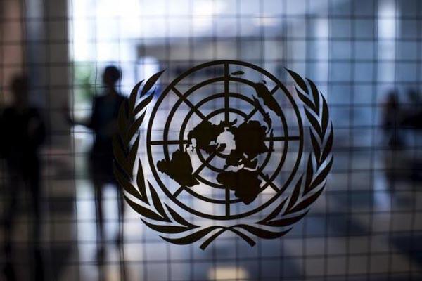 Logo Perserikatan Bangsa-Bangsa di markas besar PBB di New York - Reuters/Mike Segar