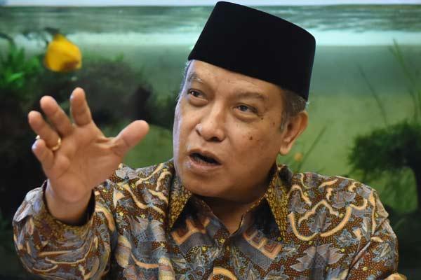 Ketua PBNU Said Aqil Siradj memberikan keterangan kepada wartawan terkait muktamar NU di Kantor PBNU Jakarta, Jumat (3/7). PBNU akan menggelar muktamar ke-33 di Jombang, Jatim dengan mengangkat tema Islam Nusantara, berlangsung pada 1-5 Agustus mendatang.  - ANTARA