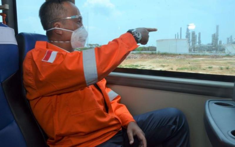 Menteri Perindustrian Agus Gumiwang memastikan langsung proyek revamping di PT Trans-Pacific Petrochemical Indotama (TPPI) di Tuban, Jawa Timur, 8 Oktober 2020. Pembangunan proyek ini perlu diakselerasi karena akan mendukung program substitusi impor dan penguatan struktur di sektor industri petrokimia.  - Kemenperin