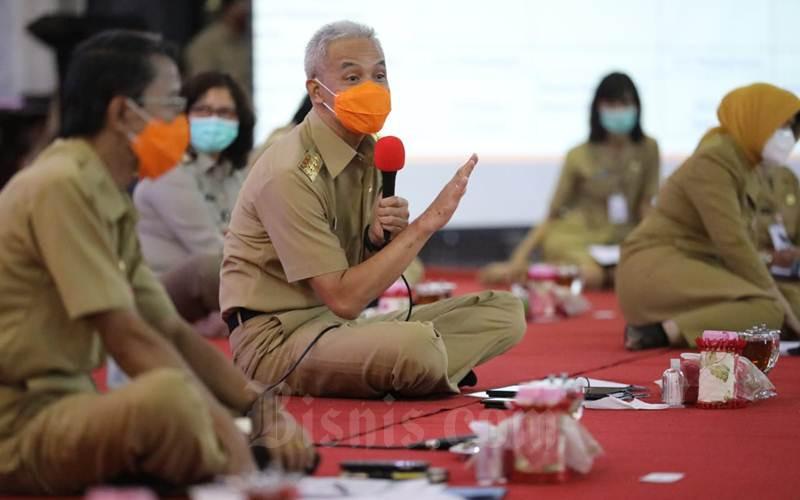 Gubernur Jawa Tengah Ganjar Pranowo mengundang sejumlah rektor, perwakilan buruh dan pengusaha di Jawa Tengah duduk bersama membahas Undang-Undang Cipta Kerja diGradhika Bhakti Praja Semarang. - Istimewa