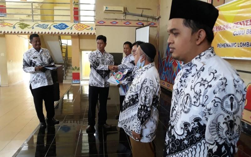 Badan Kepegawaian dan Sumber Daya Manusia (BKPSDM) Kabupaten Cirebon, saat ini tengah melakukan pendataan guru honorer untuk melalukan seleksi rekrutmen pegawai pemerintah dengan perjanjian kerja (P3K).