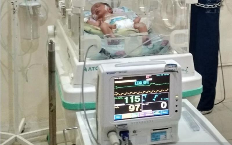 Ilustrasi - Seorang bayi tengah menjalani perawatan di sebuah rumah sakit di Kudus, Jateng. - Antara