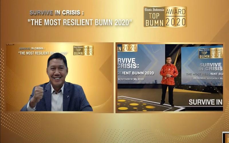 Tampilan layar memperlihatkan Presiden Komisaris PT Jurnalindo Aksara Grafika Hariyadi B. Sukamdani (kanan) dan Direktur Utama PT Pegadaian (Persero) Kuswiyoto pada ajang TOP BUMN Award 2020 yang digelar Bisnis Indonesia secara virtual di Jakarta, Senin (30/11 - 2020).