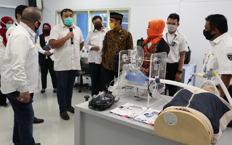 Pindad menunjukkan ventilator produksinya. Produk ventilator buatan Pindad tersebut telah tersertifikasi Balai Pengaman Fasilitas Kesehatan (BPFK).  - PINDAD