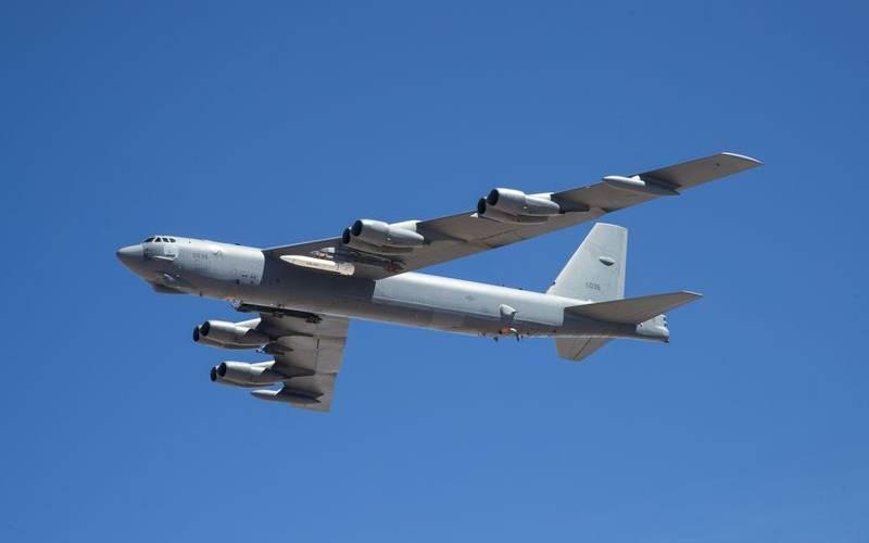 Pesawat pembom AS B-52 membawa proto type rudal hipersonik AGM-183A - Bloomberg/U.S. Air Force