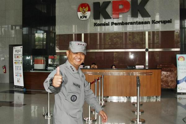 Kepala Badan Keamanan Laut (Kabakamla) Laksamana Madya (Laksdya) Achmad Taufieqoerrochman saat mendatangi KPK, Jakarta, Kamis (17/1/2019). - ANTARA/Reno Esnir