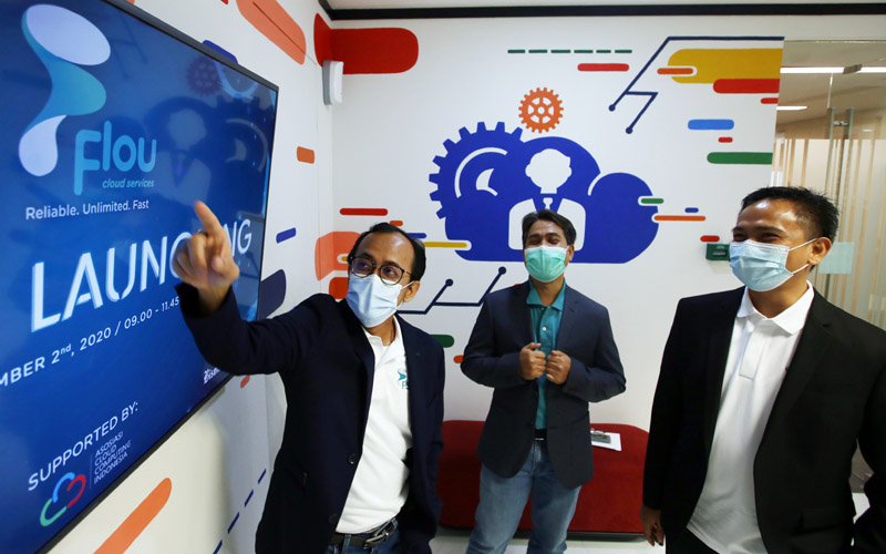 Dari kiri ke kanan, CEO Telkomsigma Bhimo Aryanto, Direktur Delivery & Operation Telkomsigma I Wayan Sukerta, dan Direktur Business & Sales Telkomsigma Tanto Suratno saat persiapan grand launching platform Flou Cloud, Rabu (2/12/2020).  - Dok. Telkomsigma