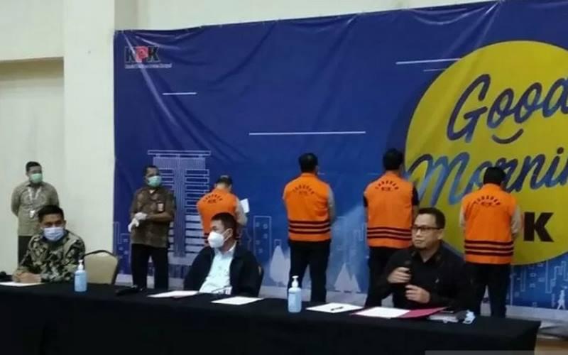 Dari kiri-kanan: Deputi Penindakan Karyoto, Wakil Ketua KPK Nawawi Pomolango, dan Plt Juru Bicara KPK Ali Fikri saat jumpa pers terkait penetapan Menteri Kelautan dan Perikanan Edhy Prabowo sebagai tersangka di Gedung KPK, Jakarta, Rabu (25/11/2020). - Antara\r\n \r\n