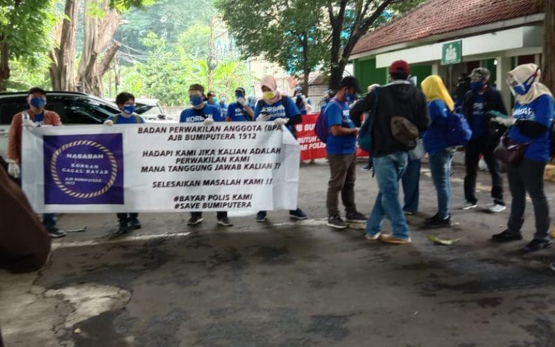Pemegang polis Asuransi Jiwa Bersama atau AJB Bumiputera 1912 melakukan aksi damai di Wisma Bumiputera, Jakarta pada Rabu (21/10/2020).  - Dok. Istimewa