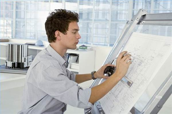 Arsitek sedang bekerja - Istimewa