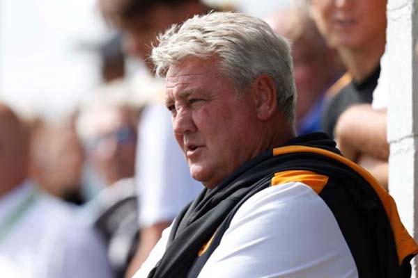 Pelatih Newcastle United Steve Bruce - Reuters