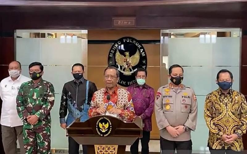 Menko Polhukam bersama jajaran terkait saat konferensi pers, di Kantor Kemenko Polhukam, Jakarta, Kamis (3/12/2020). - Antara\r\n