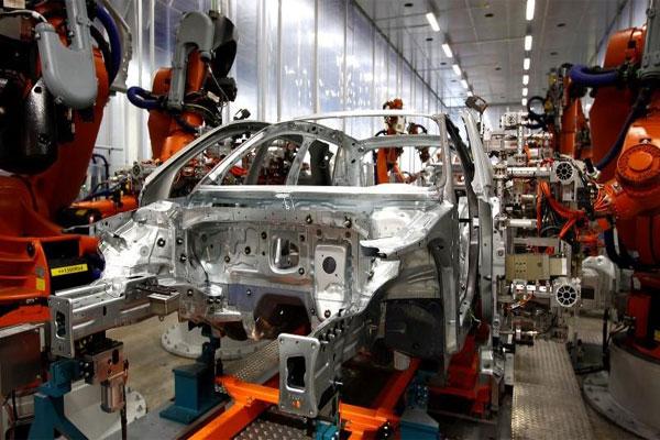 Pabrik Mobil.  - Reuters UK
