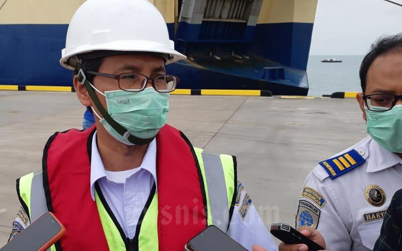 Kepala KSOP Kelas II Patimban Anwar menjawab pertanyaan wartawan di Pelabuhan Patimban, Kamis (3/12/2020).  - Bisnis/Rinaldi M. Azka